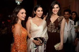 Manish Malhotra Show Aditi Rao Hydari, Sophie Choudry and Kriti Sanon